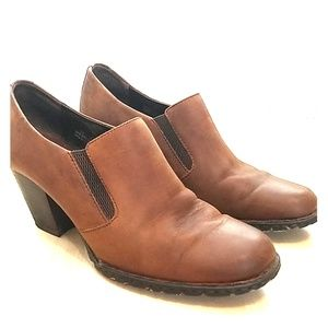 Born brown tan ankle booties size 10 padded insole